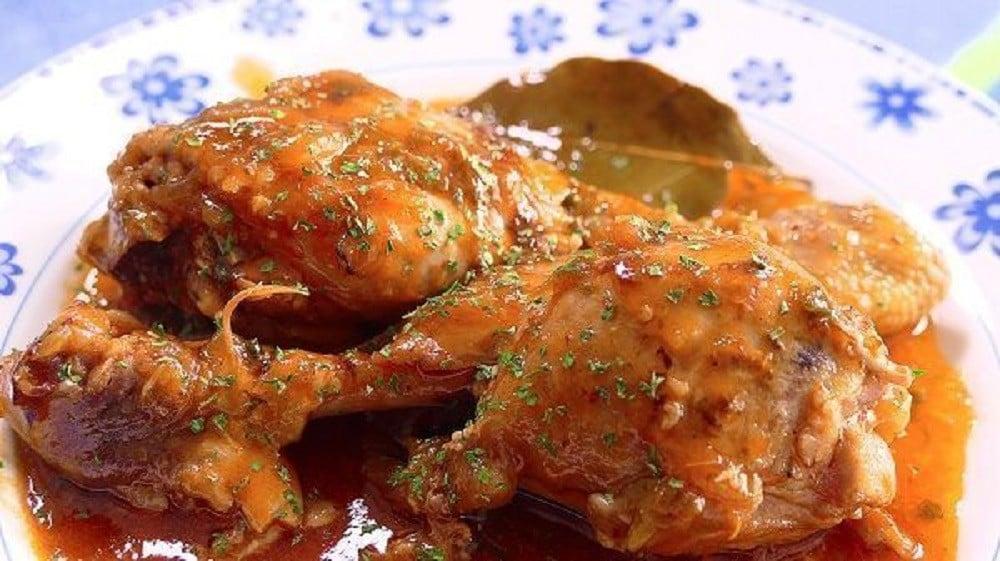 Chicken Thigh Guiso by Cocina Fácil
