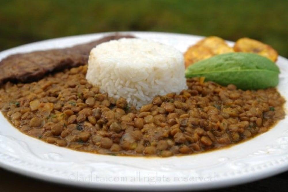 Ecuadorian lentil stew {Menestra de lentejas}