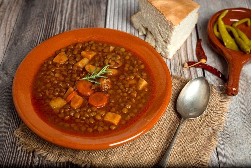Estofado carne con lentejas (beef stew with lentils)
