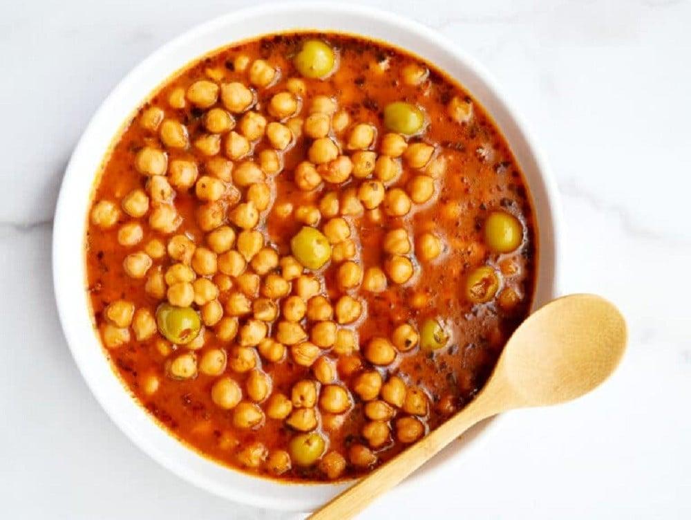 Garbanzo Beans Guiso by Delish D'Lites