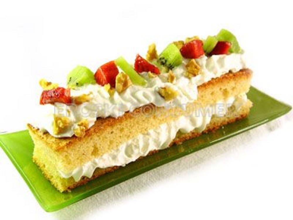 Pastel de Frutas con Crema de Leche - Consumer